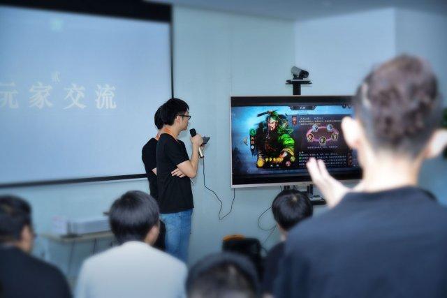 图3制作人现场实机演示《三国志・战略版》.jpg