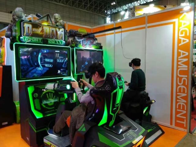 众多专业买家排队体验幻想时代VR产品