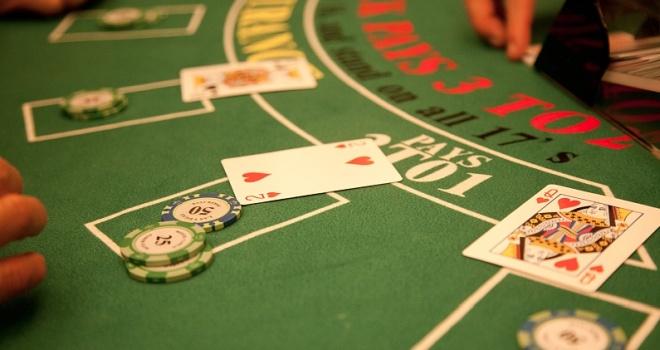 房卡棋牌游戏屡被定性为赌博 这究竟是怎样一种模式?