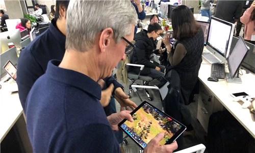 苹果库克参观英雄互娱