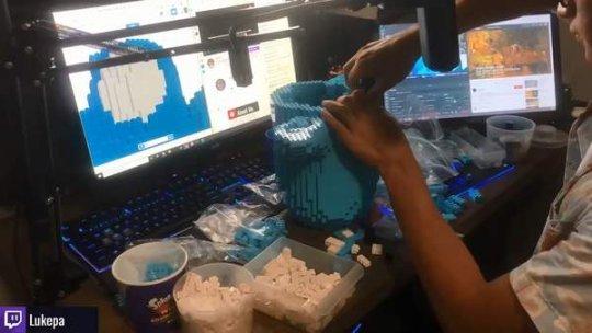 《【天游平台官网注册】玩家用乐高拼了一个1:6的糖豆人 展示时却……》