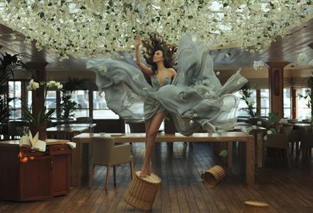 梦幻的悬浮照片到底是怎么拍出来的? 其实只要这几步你也可以做到!