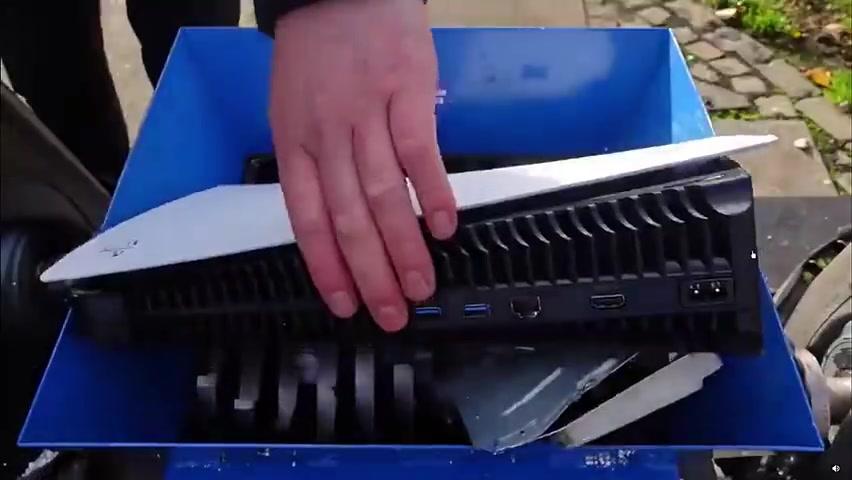 PS5扔进粉碎机