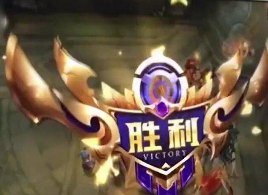 【王者荣耀】无臂90后刘凯健单脚玩王者荣耀,走位风骚 游戏资讯 第4张