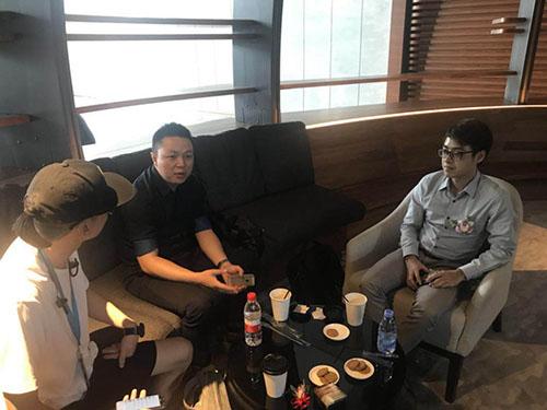 图8:哩咕游戏联合创始人兼COO杨小川(中)与金树科技创始人CEO陈宗炜(右)接受采访.jpg